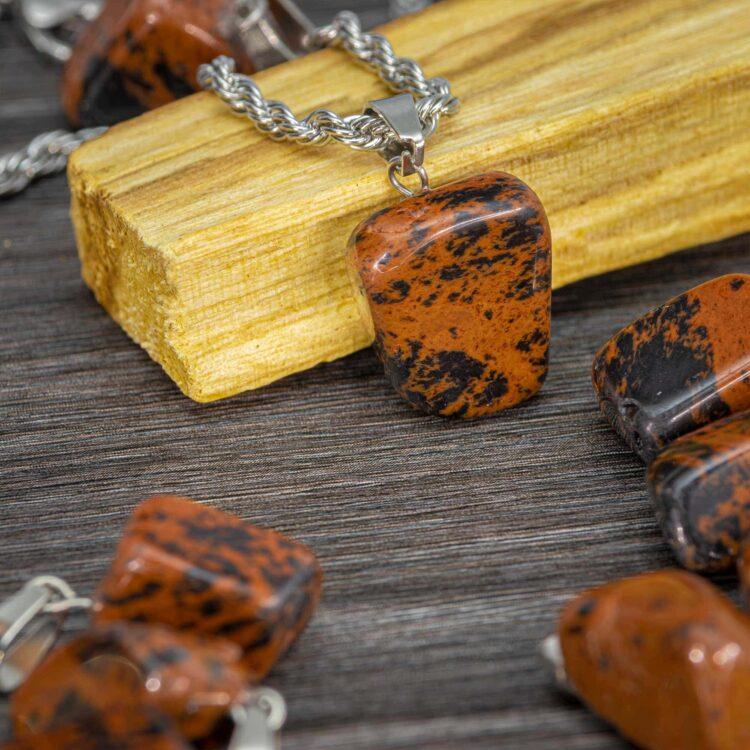 mahagoni-obsidian-poldragi-kamen-obesek-portal8